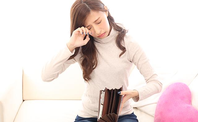 【生活】お金が無くなり泣く女性